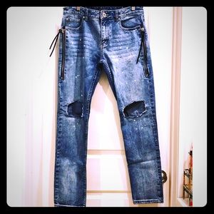 Forever 21 Distressed Zipper Ripped Knee Jeans